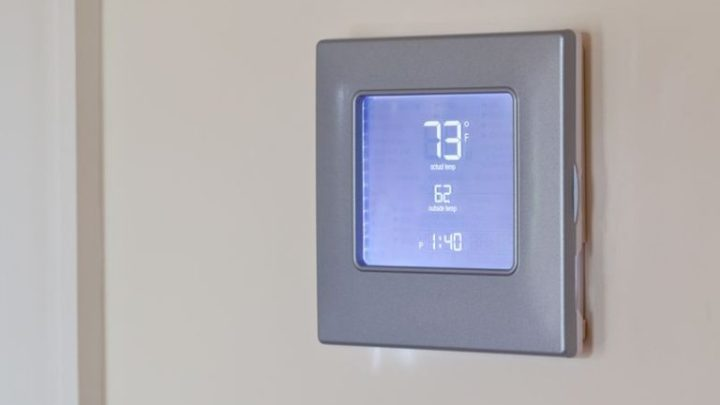 Electronic thermostat with blue LCD screen for controlling air conditioning and heating